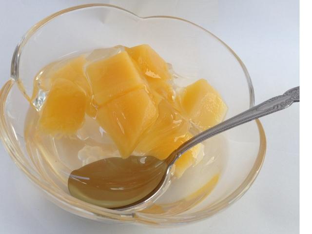 取れたてマンゴーをタイの工場でパック!、食感を凝縮!!ゴロゴロのマンゴーがたらない!日本では味わえないゼリー